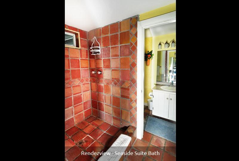 Rendezview Seaside Suite bath