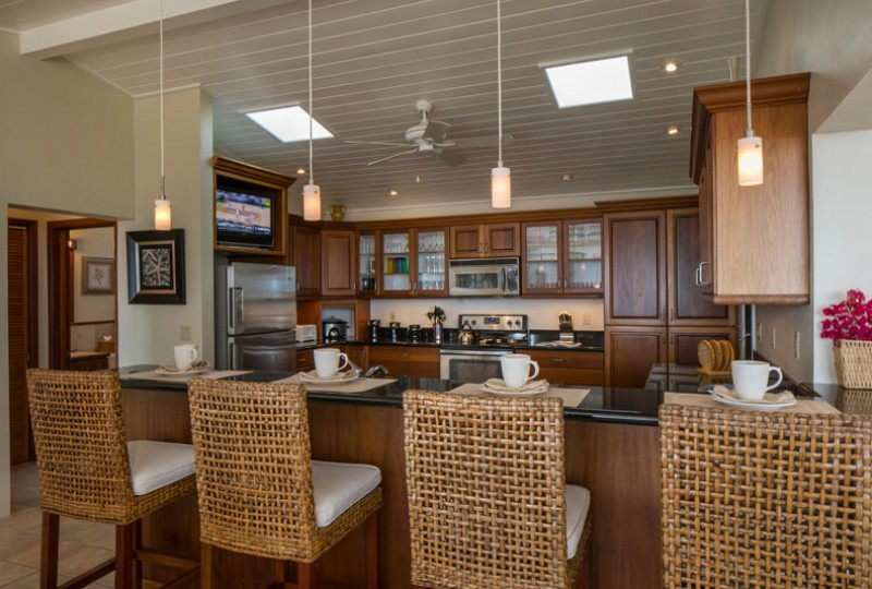 Great Escape villa dining room