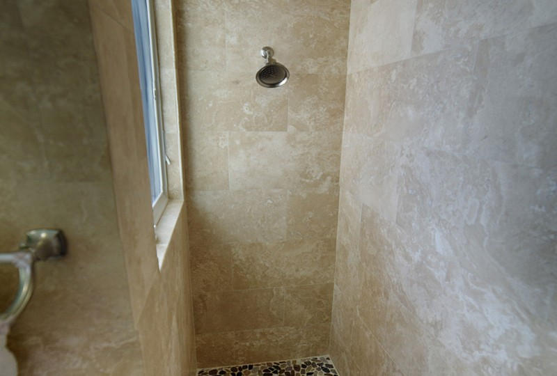 Oceanport Villa St John Queen shower